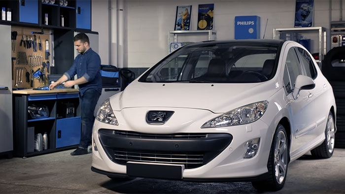 How to replace headlight bulbs on your Peugeot 308